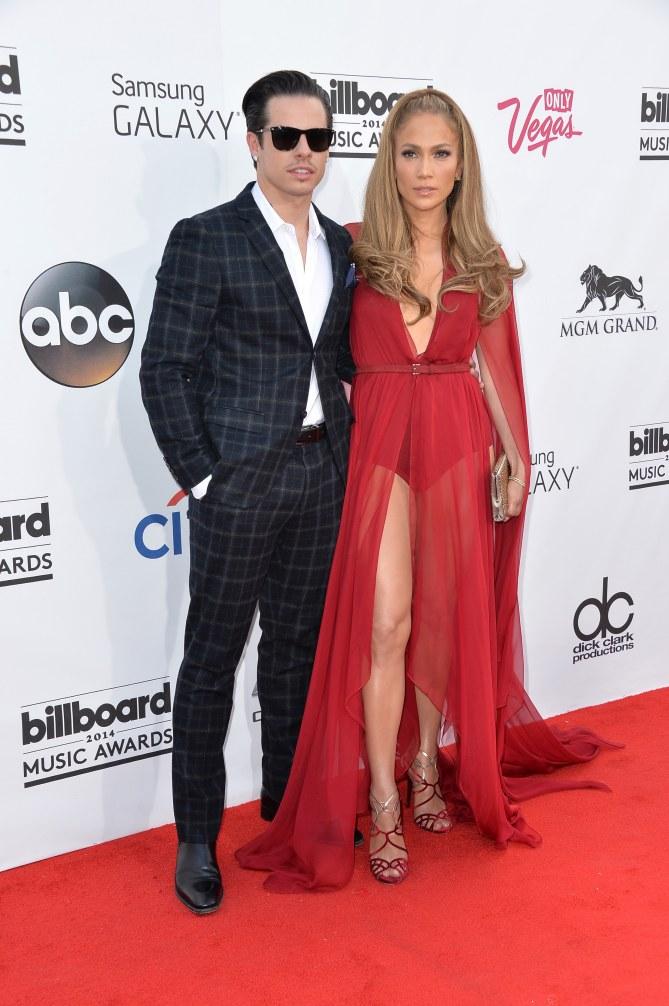 Casper Smart et Jennifer Lopez sur le red carpet.