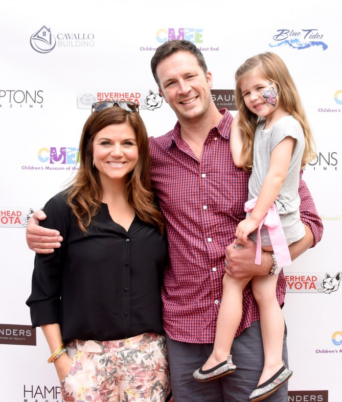 Tiffani Thiessen avec son mari et sa fille Harper