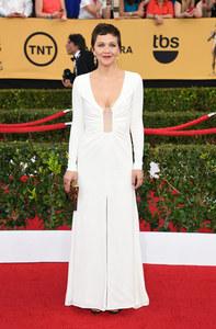 Maggie Gyllenhaal en Thakoon pour pour les SAG Awards 2015