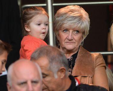 Harper Beckham et sa grand-mère.