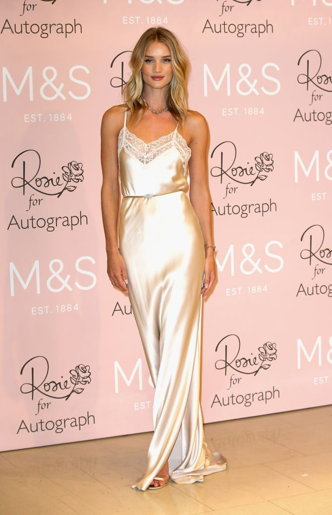 Rosie Huntington-Whiteley, en nuisette sur le red carpet