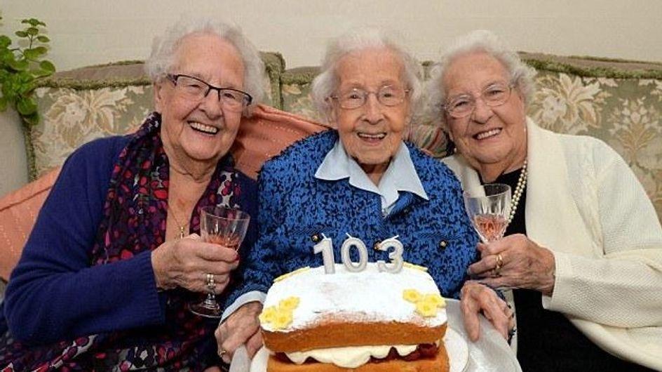 Les sœurs les plus âgées au monde livrent leur secret de longévité : boire un petit coup