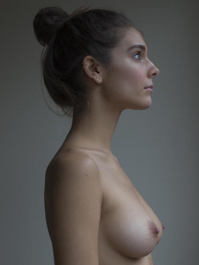 Caitlin Stasey, actrice de Reign