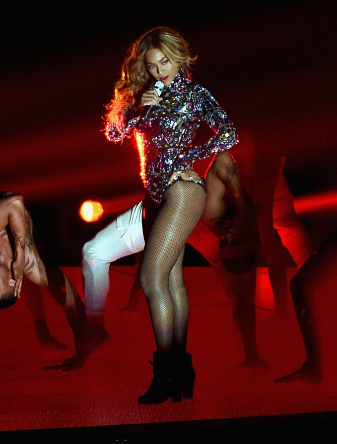 Beyoncé sur la scène des MTV VMA.