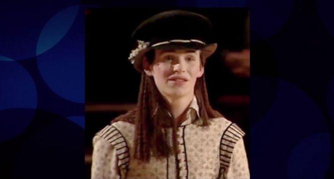 Eddie Redmayne dans un rôle de fille pour une pièce scolaire