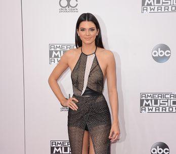 Kendall Jenner topless et gonflée pour LOVE magazine