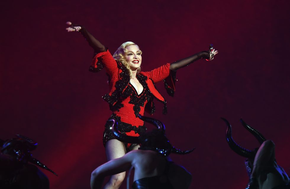 Quand Madonna montre ses fesses sur le tapis rouge des Grammy Awards (Photos)