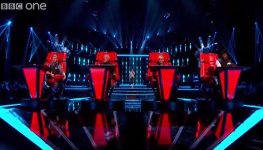 Nathan Moore sur la scène de The Voice UK