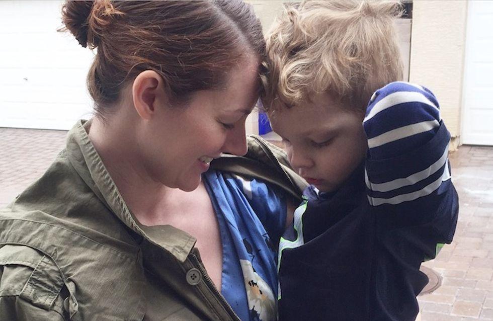 Einmal Rollentausch, bitte: Wenn der 3-jährige Sohn die Mama anziehen darf