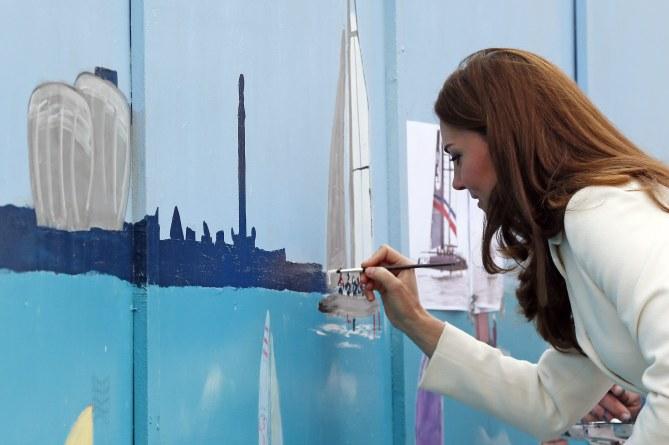 Kate Middleton en pleine séance de peinture à Portsmouth