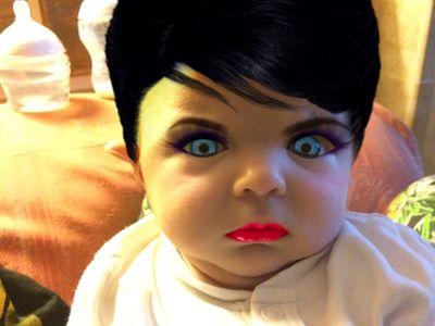 Bébé maquillé