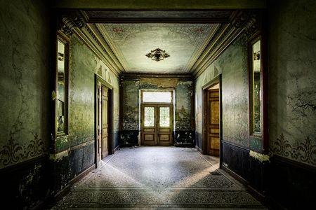 Il corridoio di una vecchia casa