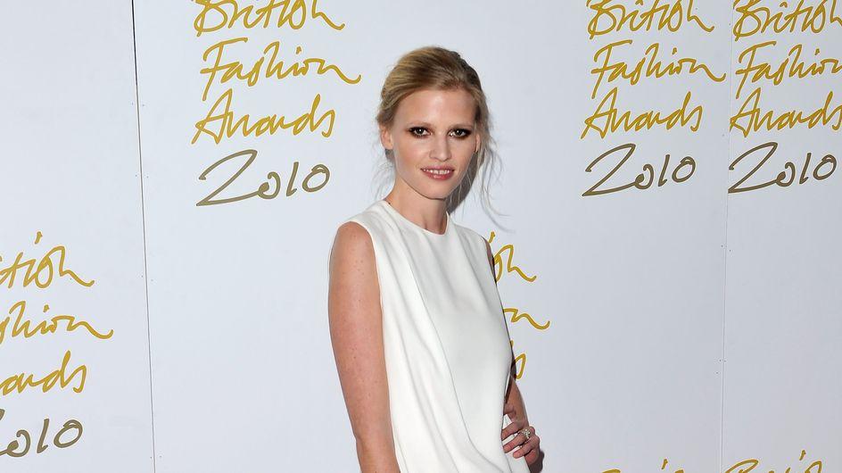 Lara Stone égérie de la nouvelle campagne H&M (Photos)
