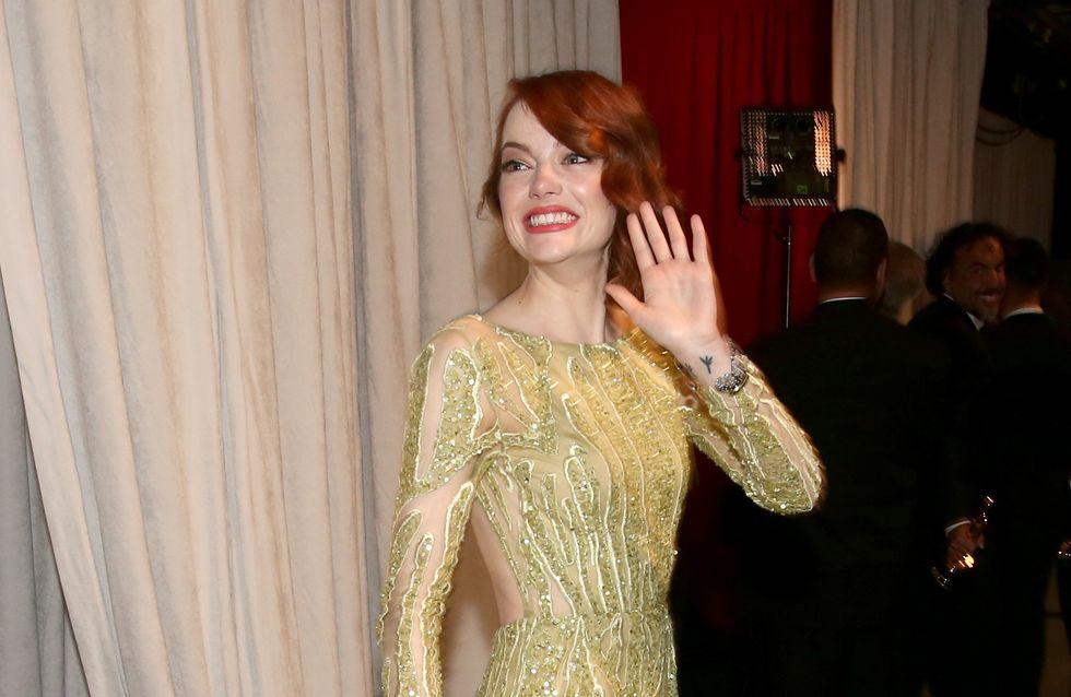 Emma Stone en montre un peu trop sur le red carpet des Oscars