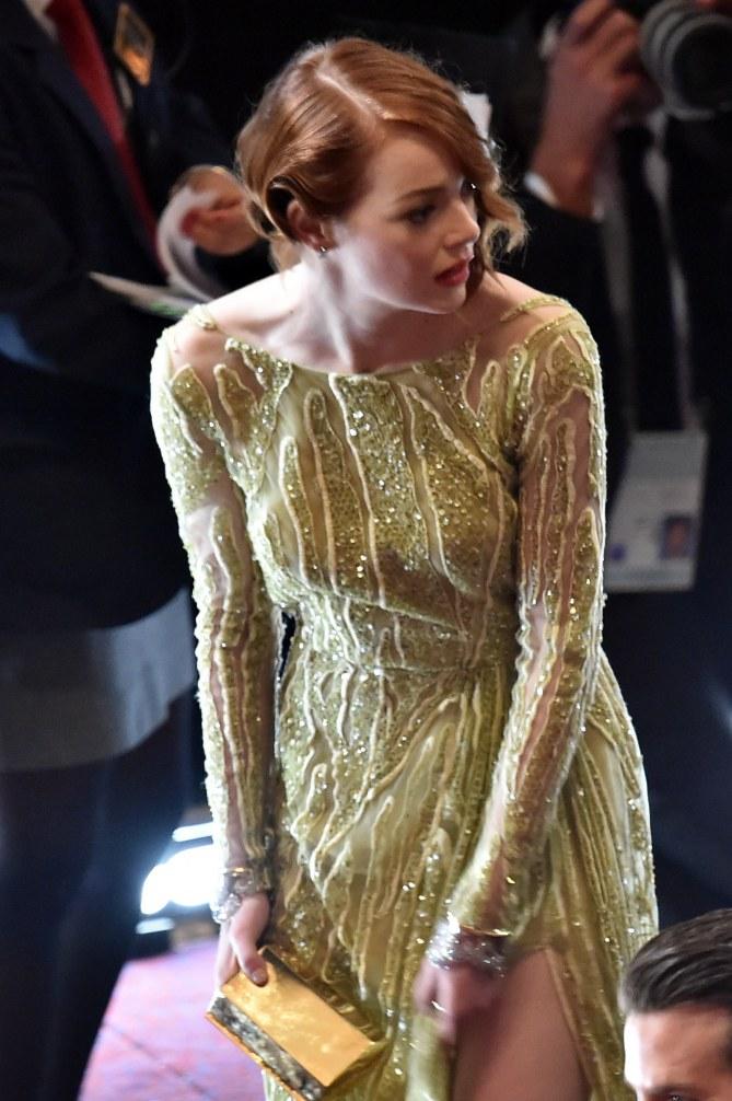Emma Stone sur le red carpet des Oscars 2015