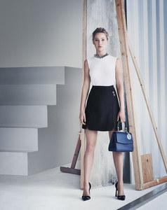Jennifer Lawrence présente le Be Dior.