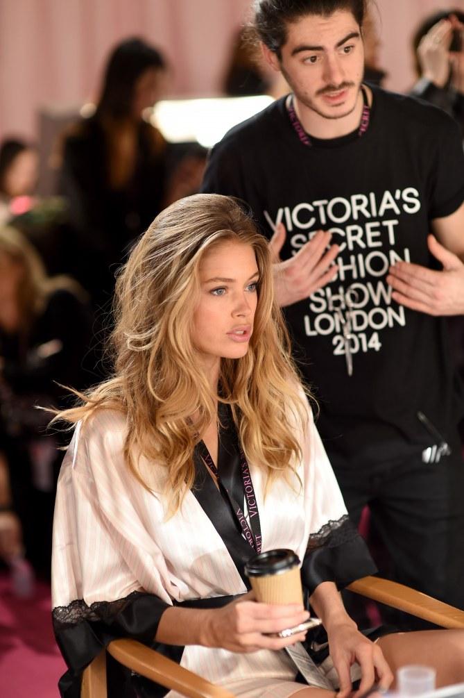 Doutzen Kroes dans les coulisses du défilé Victoria's Secret.