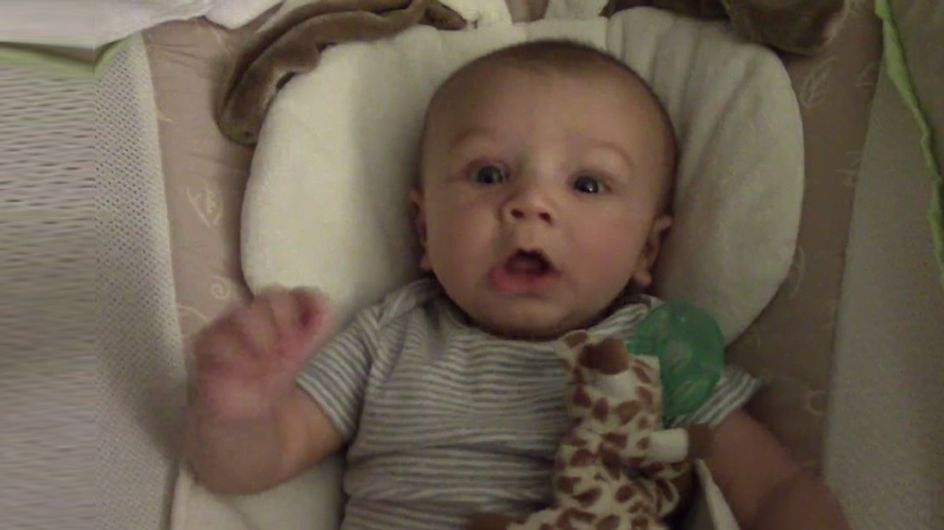Hatschi! Dieses niedliche Baby kann gar nicht mehr aufhören zu niesen