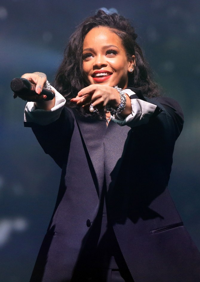 Rihanna sur scène.