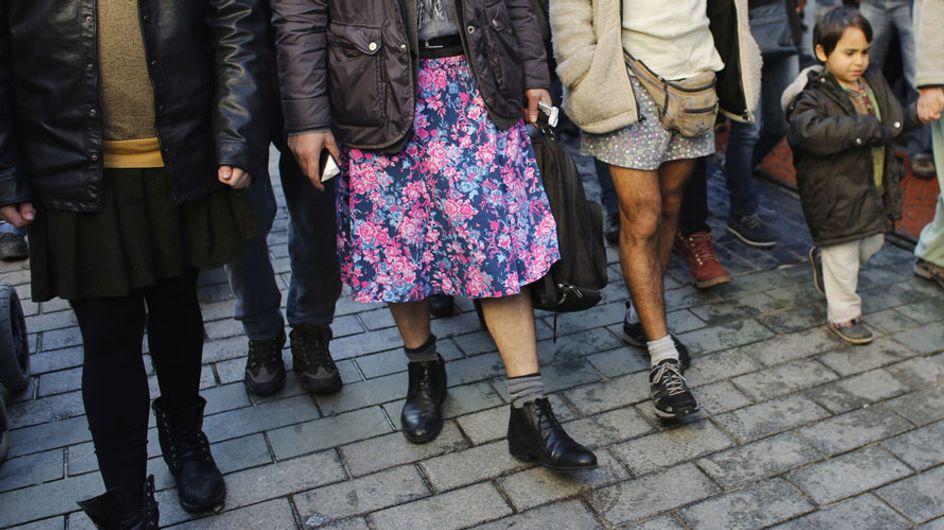 Cientos de hombres turcos se visten con minifalda para denunciar la violencia de género