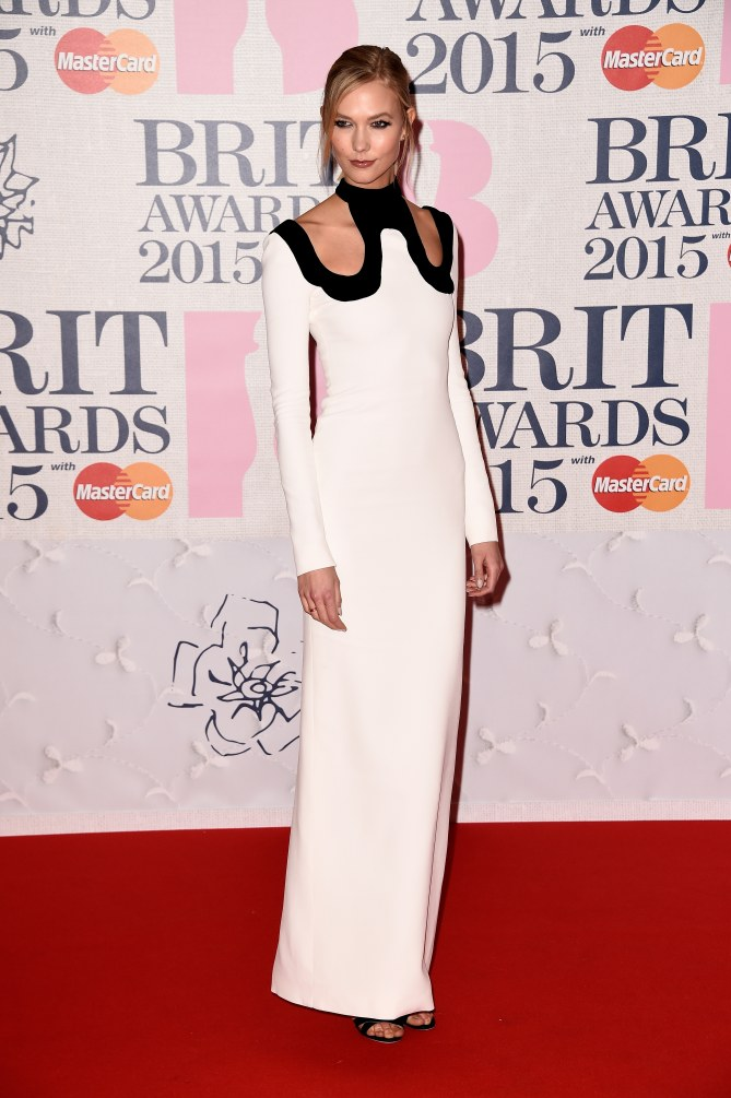 Karlie Kloss aux Brit Awards 2015.