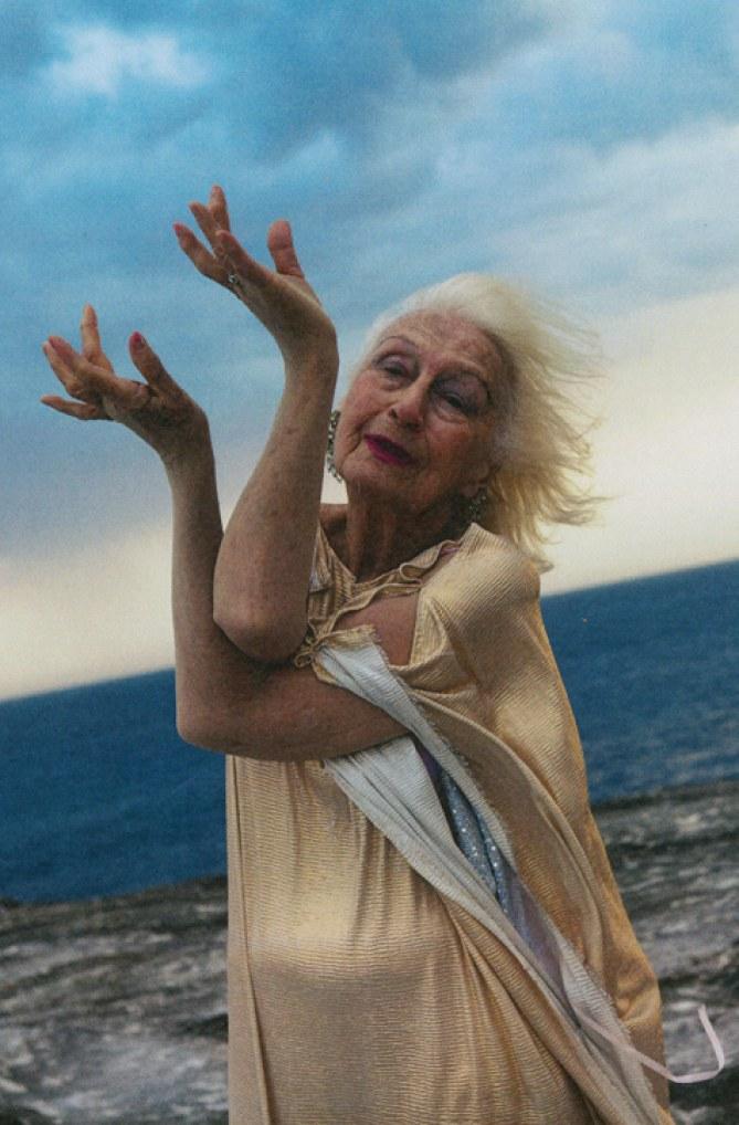 A 100 ans, Eileen Kramer continue à danser