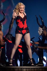 Madonna sur la scène des Brit Awards.
