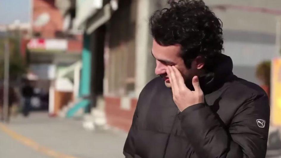 Quando estranhos aprendem linguagem de sinais para fazer uma surpresa para um vizinho com deficiência auditiva