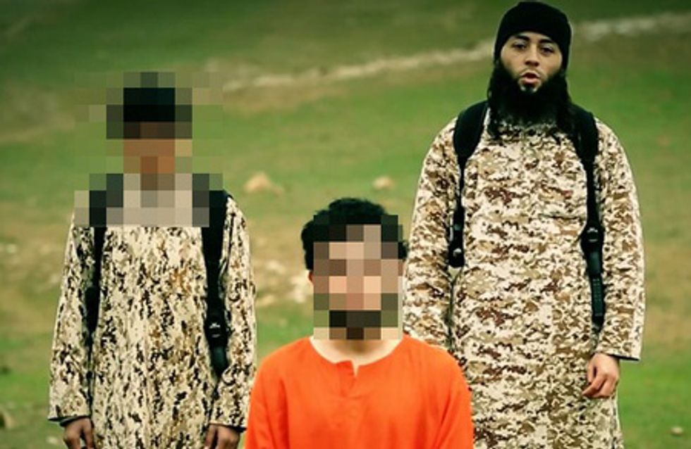 Un enfant exécute un homme pour Daesh