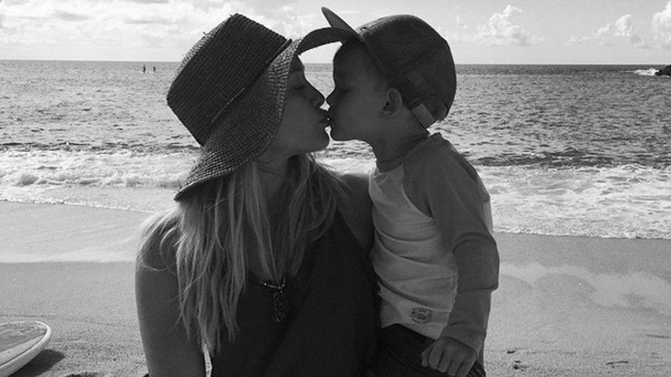 En voulant encourager les jeunes mamans à accepter leur corps, Hilary Duff les fait culpabiliser