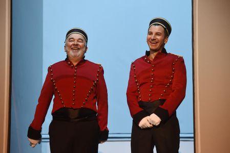 Michael Youn et Gérard Jugnot pour le sketch de l'ascenseur