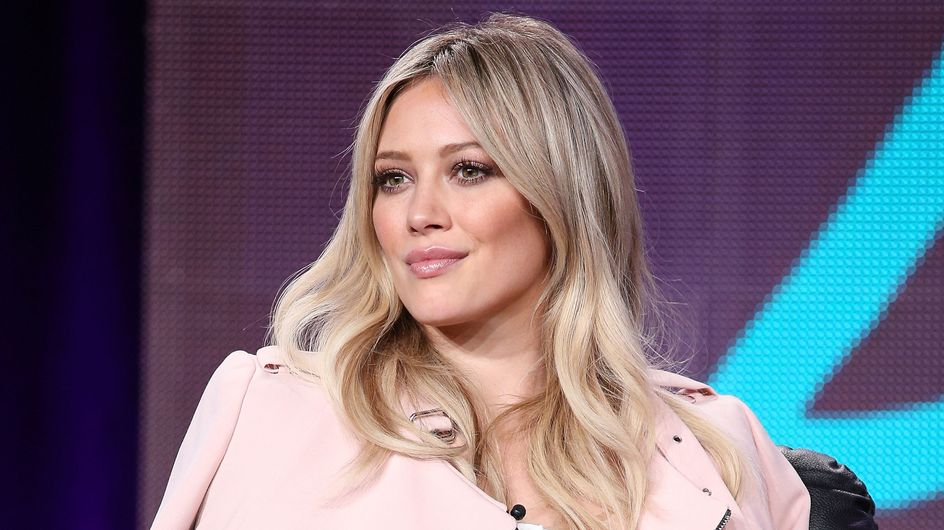 Hilary Duff adopte les cheveux turquoise (Photos)