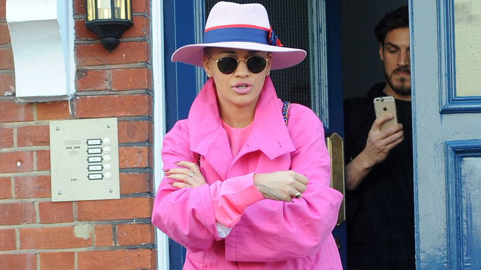 Rita Ora abusa del rosa, el peor look de la semana