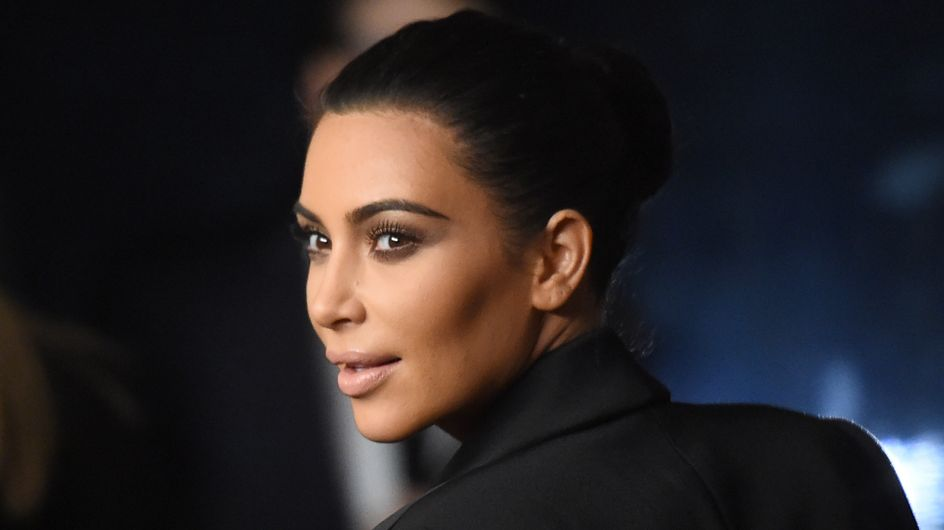 Kim Kardashian repasse au brun
