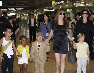 Angelina Jolie con sus hijos