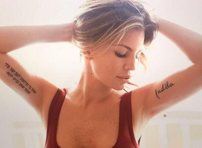 Claudia Galanti con il nome della figlia tatuato
