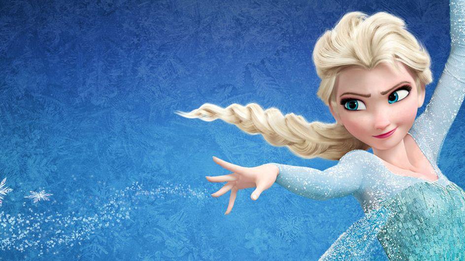 Un padre se disfraza de la princesa Elsa para acompañar a su hija a una fiesta