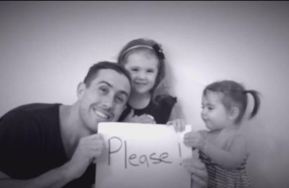 Un papa fait sa demande en mariage aidé de ses deux petites filles (Vidéo)