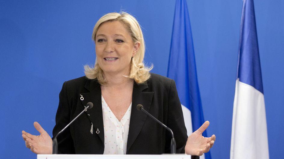 Elections départementales : Marine Le Pen accueillie par des Femen (Photos)