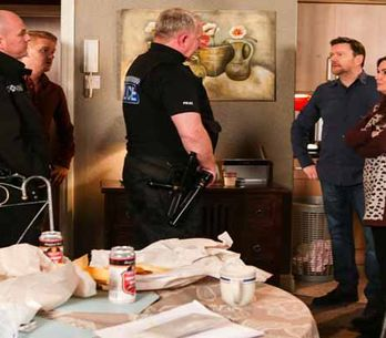 Coronation Street 06/04 - Faye's delivery gives Owen the baby blues
