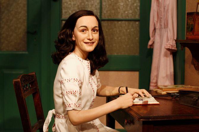La statue de cire d'Anne Frank au musée Madame Tussaud