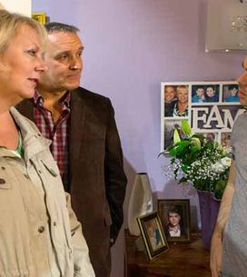 Coronation Street 17/04 - David makes a grave discovery