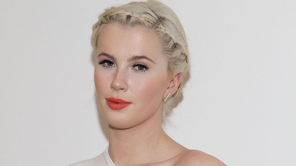 Ireland Baldwin pose sans sous-vêtements sur Instagram (Photos)