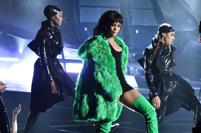 Rihanna en pleine performance.