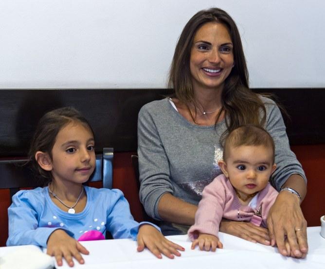 Maude Versini avec Tara et Laura, ses deux filles issues de son second mariage