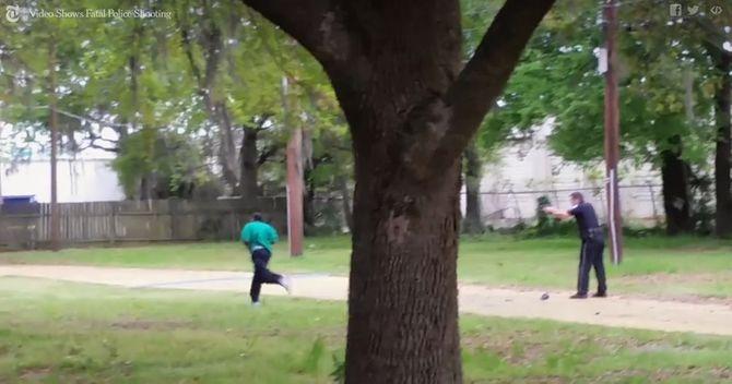 Un policier blanc abat un homme noir de 8 balles dans le dos