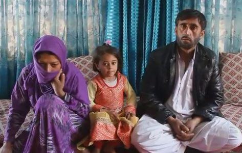 Gulnaz, son agresseur et leur fille Sourire