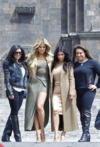 Kim et Khloé Kardashian et leurs cousines Kara et Krista