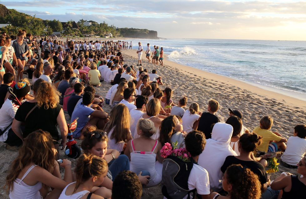 La Réunion rend hommage au surfeur de 13 ans tué par un requin