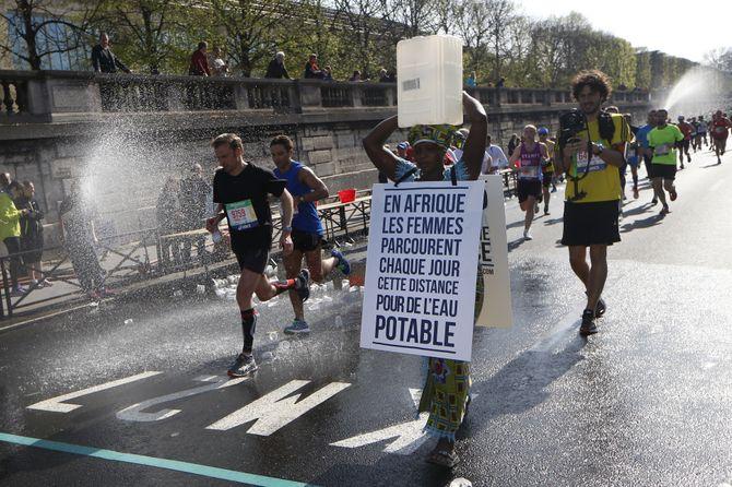 Siabatou Sanneh participe au marathon de Paris 2015